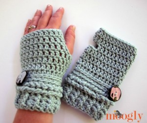 Ups and Downs Fingerless Mittens - pattern available on Mooglyblog.com
